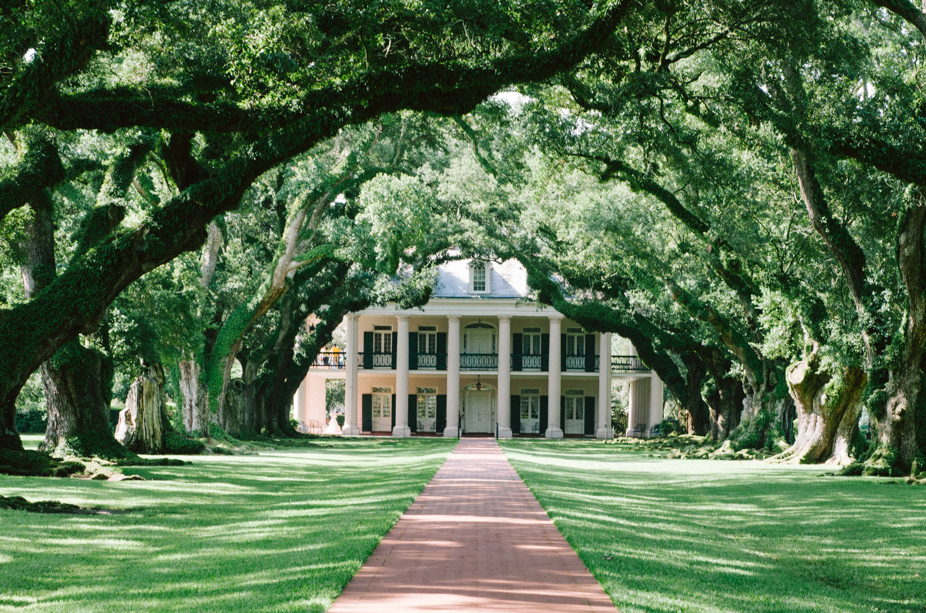 Louisiana roadside stop: Oak Alley - a beautiful plantation mansion (that doesn't gloss over its dark history) with a famous avenue of 300-year-old oaks.