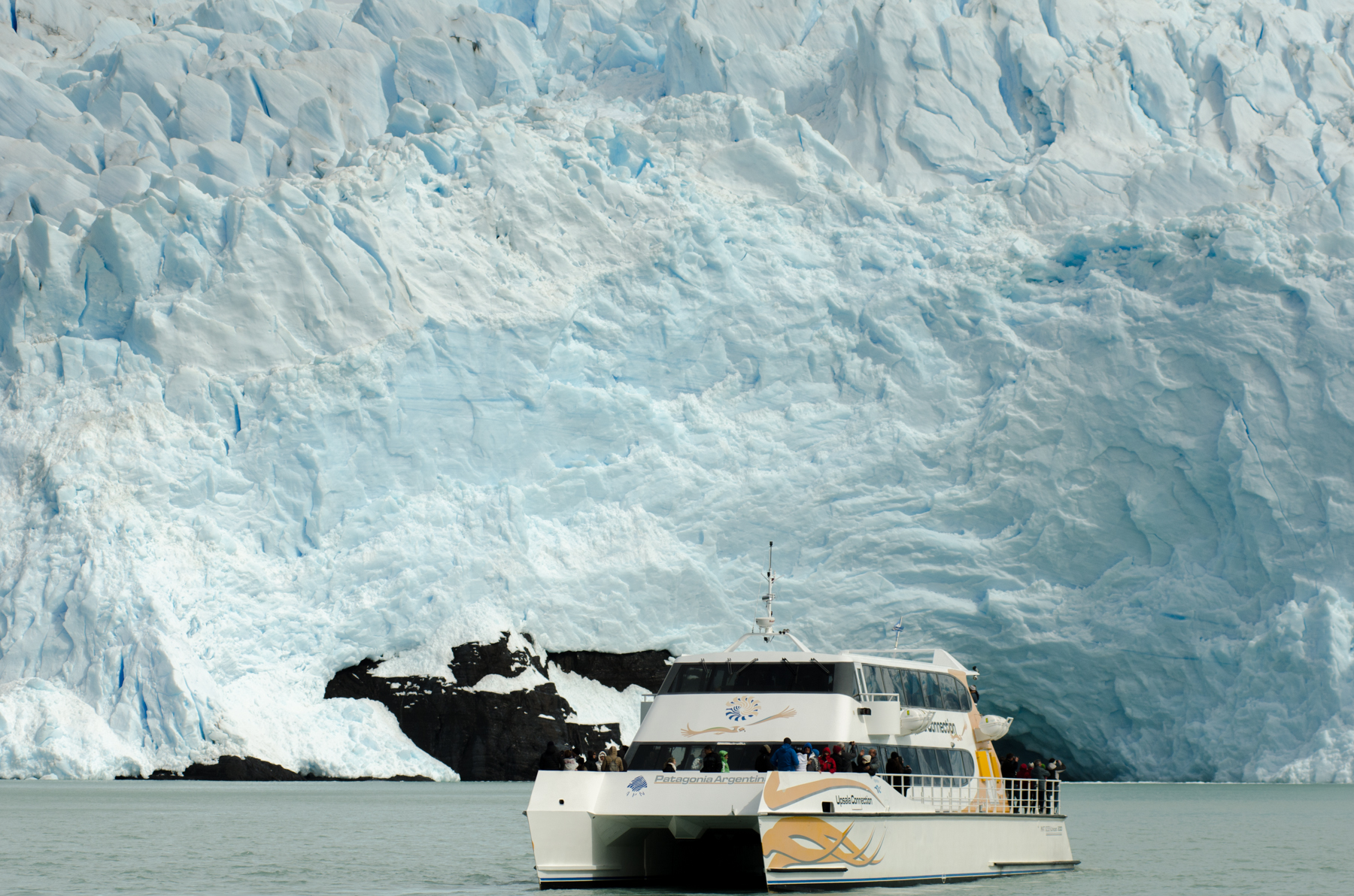Sailing to the Spegazzini Glacier